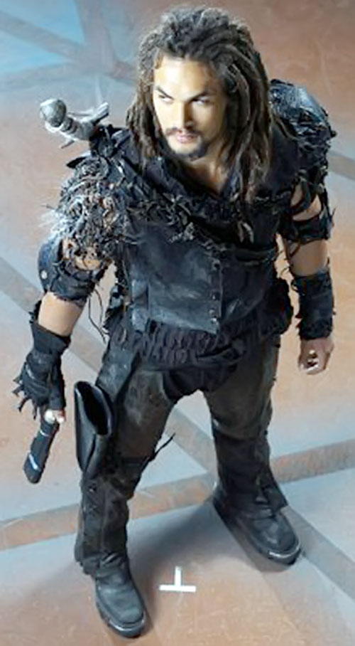 Ronon Dex (Jason Momoa in Stargate Atlantis) high angle shot with weapons