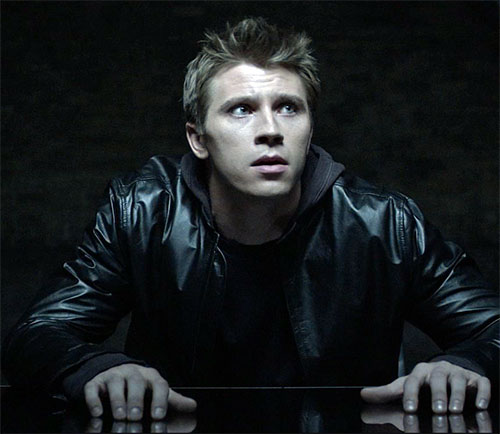 Sam Flynn (Garrett Hedlund in Tron Legacy) in a dark office