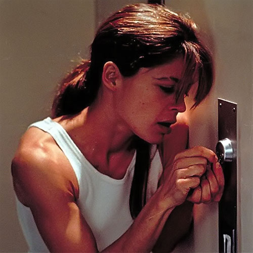 Sarah Connor (Linda Hamilton) picking a lock