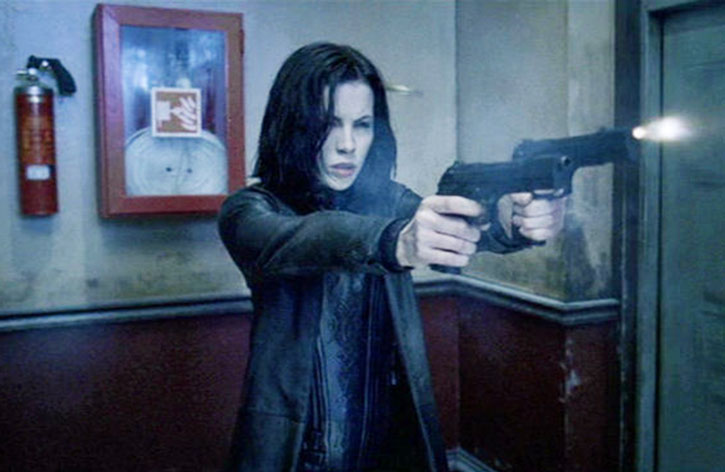 Selene (Kate Beckinsale) shooting her modified Berettas