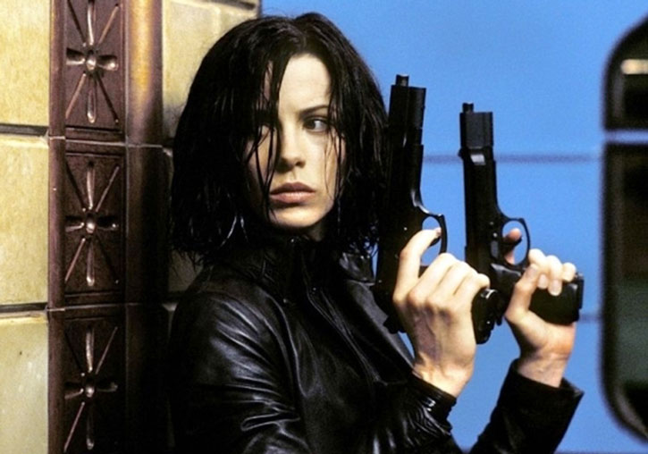 Selene (Kate Beckinsale) with her special pistols at the ready