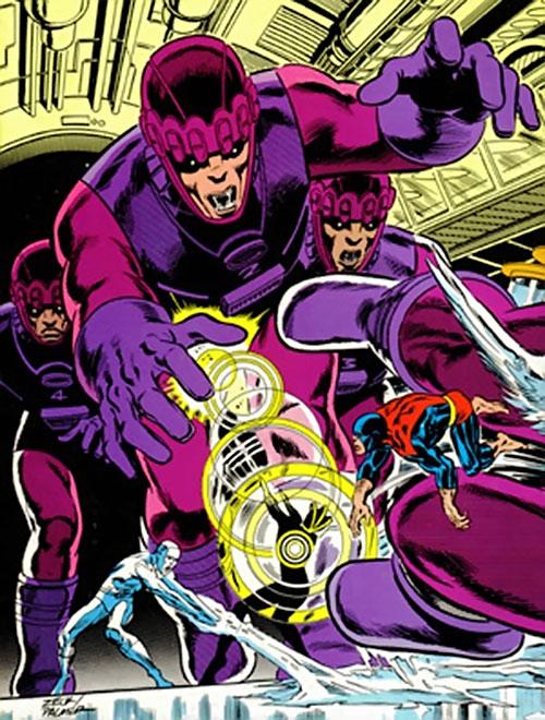 4 Sentinel Mk2 robots attacking the X-Men (Marvel Comics)