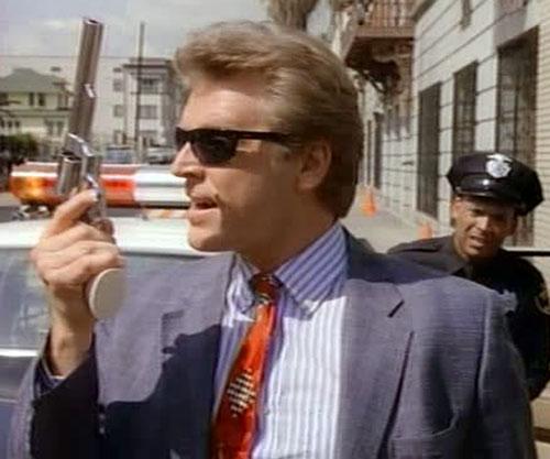 Sledge Hammer (David Rasche) brandishes his gun
