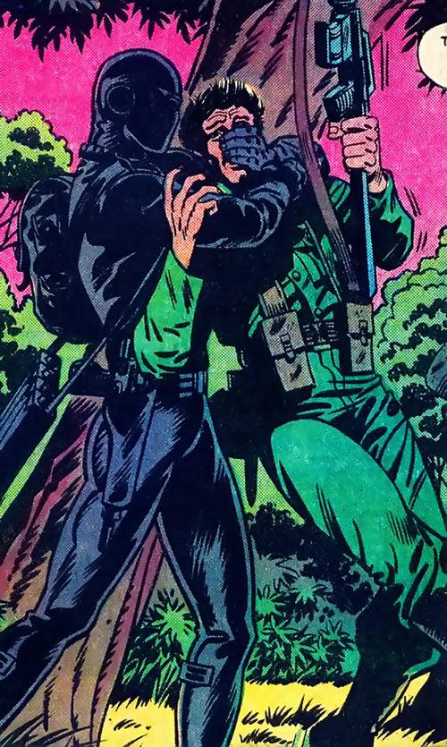 Snake Eyes (GI Joe Marvel Comics) removes a sentry