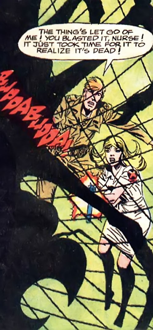 War that time forgot (DC Comics) - soldier and nurse shooting at a giant spider