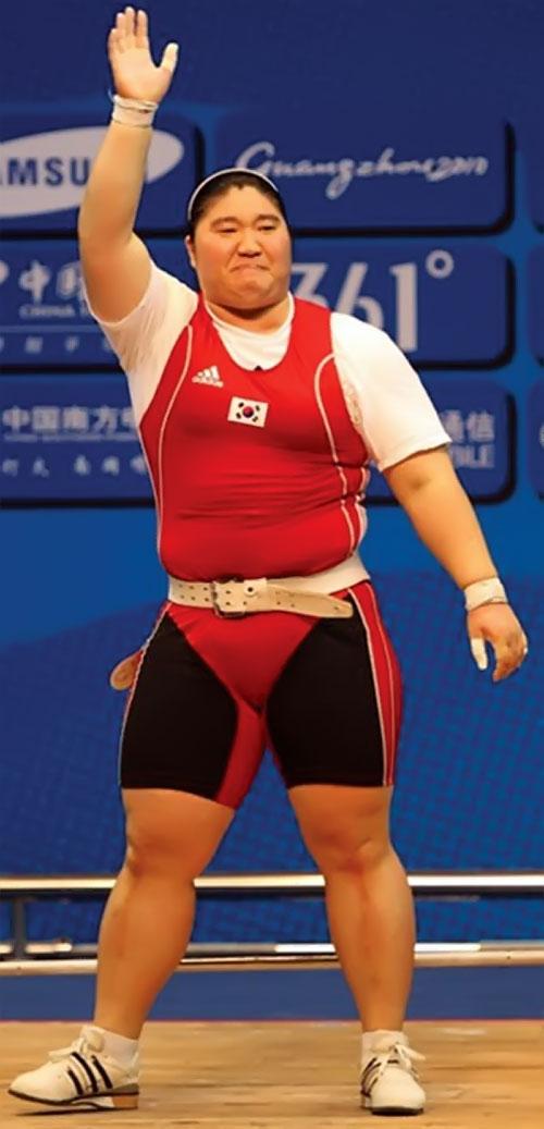 Jang Mi-Ran waving