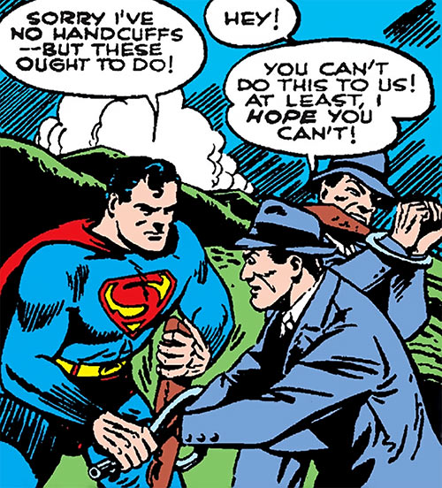 Superman in 1942 (DC Comics) - arresting gunmen