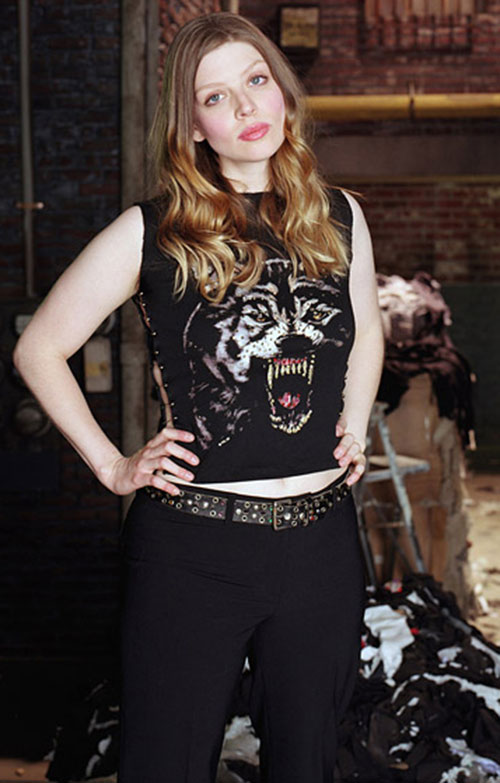 Tara MacLay (Amber Benson in Buffy) with a bear face T-shirt