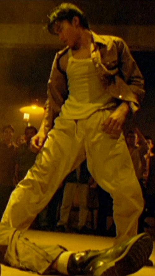 Ting (Tony Jaa in Ong Bak) in a pit fight