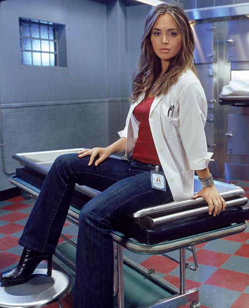 Tru Davies (Eliza Dushku) sitting on a morgue gurney
