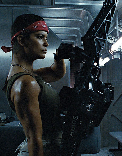 Vasquez (Jenette Goldstein in Aliens) prepares her smart gun