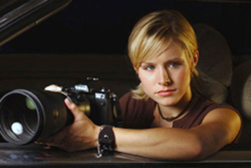 Veronica Mars (Kristen Bell) with a big camera