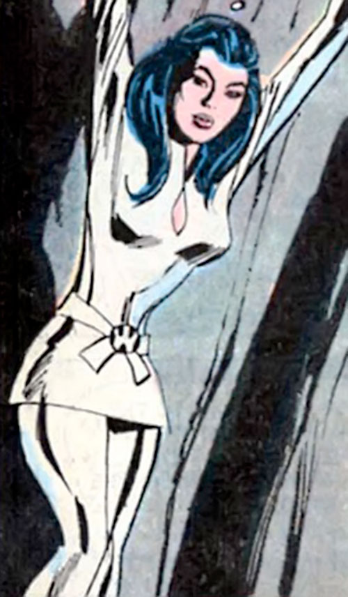 Wonder Woman Diana Prince (Karate mod era) (DC Comics) held prisoner